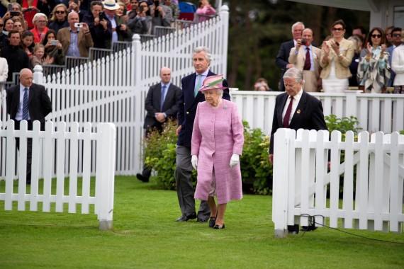 queen walks