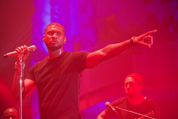 Usher at intimate MasterCard Priceless gig held at LSO St Luke's London. Find out about forthcoming gigs at pricelesssurprises.co.uk